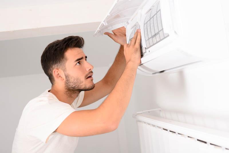 お掃除機能付きエアコンをクリーニングする方法