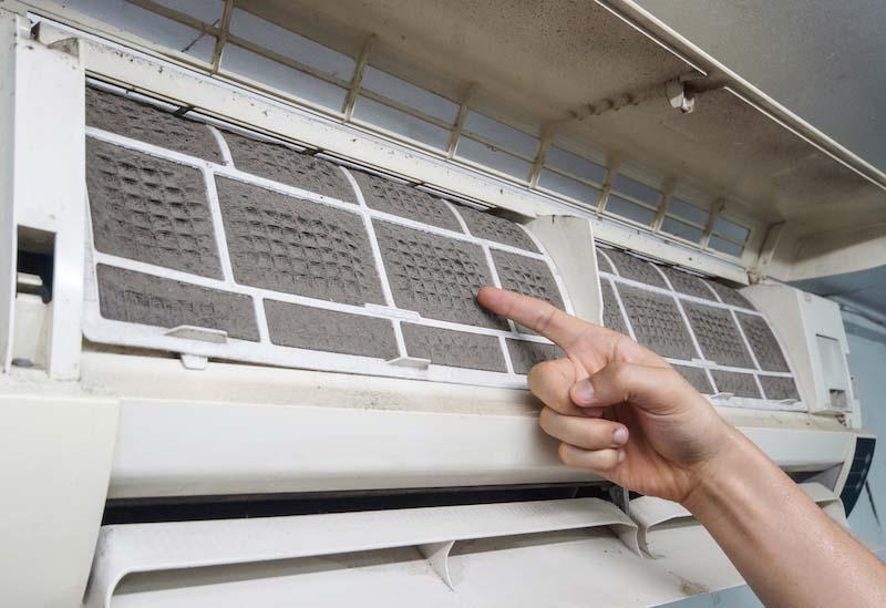 エアコンフィルターの簡単な掃除方法
