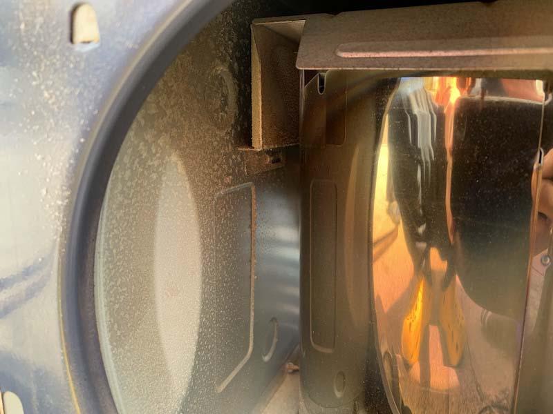 エアフィルターを外した内部の汚れ2